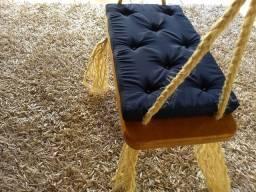 balanço de madeira maciça para uso interno