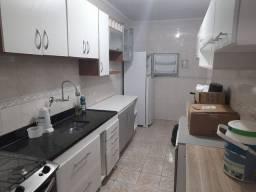 Aluga-se apartamento de 1 dormitório, c/ sacada na Ocian - PG
