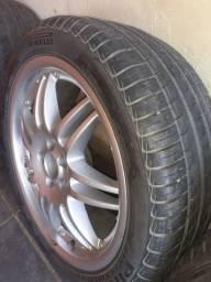 Jogo de roda aro 17 com pneus bons