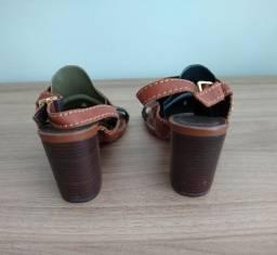 Vendo sandália da Santa Lola