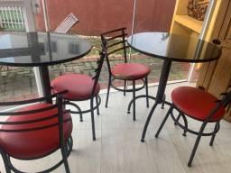 Mesa em mármore com cadeira estofada