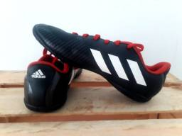 Chuteira Adidas número 33