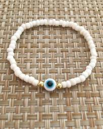 Choker branco e pulseira olho grego