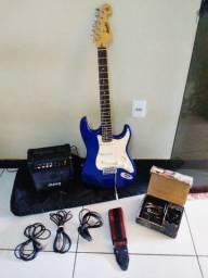 Kit completo: Guitarra Memphis modelo 1985 + Amplificador + Pedaleira + Correia + 3 cabos