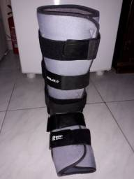 Bota ortopédica, usada, serve nos 2 pés