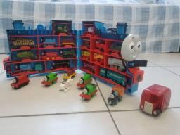Coleção de Trenzinhos Thomas e seus Amigos + maleta do Thomas
