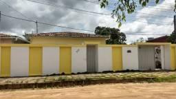 Casa ampla com 3 quartos localizada no bairro Santa Mônica Solânea-PB