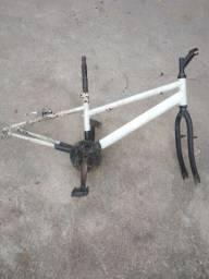 Título do anúncio: Quadro de bike aro 24 olha a descrição