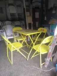 Mesas e cadeiras!!