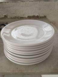 9 pratos brancos
