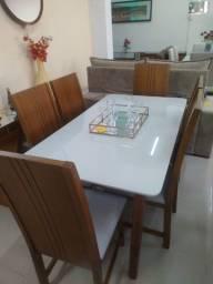 Mesa de jantar 1,60 X 0,90 com 6 cadeiras.