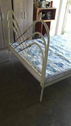 Cama de ferro c/colchão/ casal só R$ 270,00