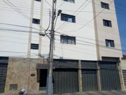 Apartamento com 3 dormitórios para alugar, 10 m² por R$ 800,00/mês - São Benedito - Uberab