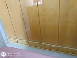 vendo guarda roupa de madeira maciça usado