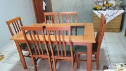 Mesa com jogo de 6 cadeiras