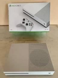 Xbox One S 1T nota fiscal ainda na garantia 20 jogos 10 ainda lacrados