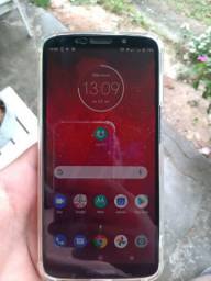 Moto Z3 play, top.