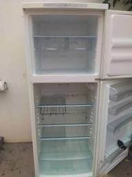 Vendo geladeira barata