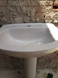 Vendo pia com base para banheiro 100.00