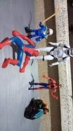 Bonecos homem aranha, moto do Robin, jogador roque e soldado do star Wars