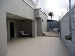 Casa plana no José de Alencar de esquina com 3 quartos e piscina