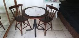 Vendo mesa d BAR  Madeira e AZULEJO  E 2 CADEIRAS