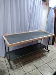Mesa com rodinha