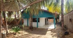 Casa com 2Q sendo 01 Suíte, Sozinha no Lote na 1203 Sul !!