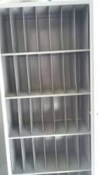 Armário de aço organizador com 2 portas na cor cinza e 50 escaninhos semi novo