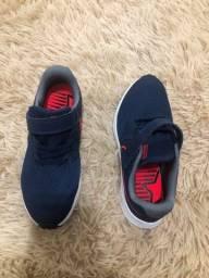 Tênis Nike tamanho 32
