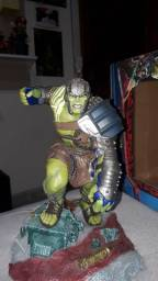 Action figure Hulk ( thor ragnarok ).