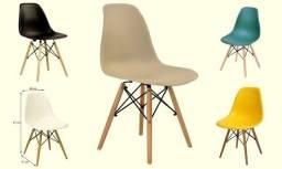 Cadeira Eiffel Eames (Pés de Madeira) - Apenas R$199,00