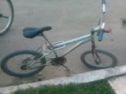 Bicicleta cross em otimo estado bombamdo tudo 986308190.vitor whatts