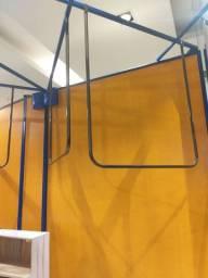 Arara suspensa de encaixe para loja roupas (4 disponíveis)