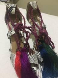 Vendo sandália de couro nova
