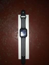 Smartwatch F8 preto na caixa (com carregador)