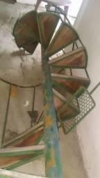 Vende-se escada caracol