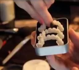 Dentadura Falsa - Prótese Dentária Reutilizável, sorriso com dentes artificiais