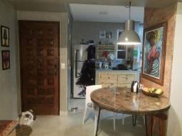 Vendo apartamento reformado no alto do Itaigara