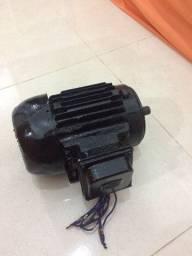 Vendo um motor elétrico trifase 2.8cv