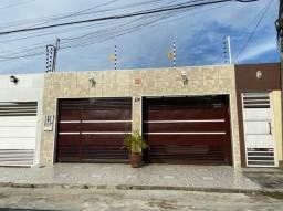 Linda casa no Águas Claras. 2 qts, piscina, armários, garagem coberta