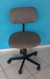 Vendo essa cadeira giratória em Santo Antônio de Jesus