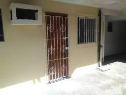 apto 1/4 , sala ,wc R$  -600.00