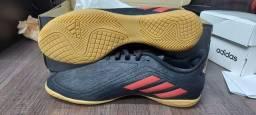 Vende se chuteira futsal Adidas