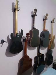 Conserta-se e modifica-se violões.