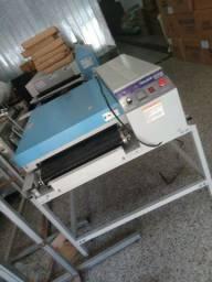 Maquina de estampa e corte de tecidos