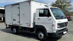 Título do anúncio: Caminhão baú furgão bem conservado