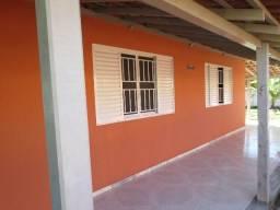 Ótima Casa Arejada, 3 qts., Próximo a Praia e Comércio, Ótima Localização