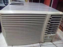 Um Ar condicionado