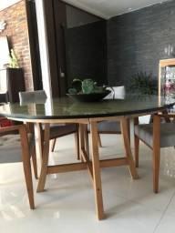 Mesa redonda de madeira marca Butzke com tampo de vidro